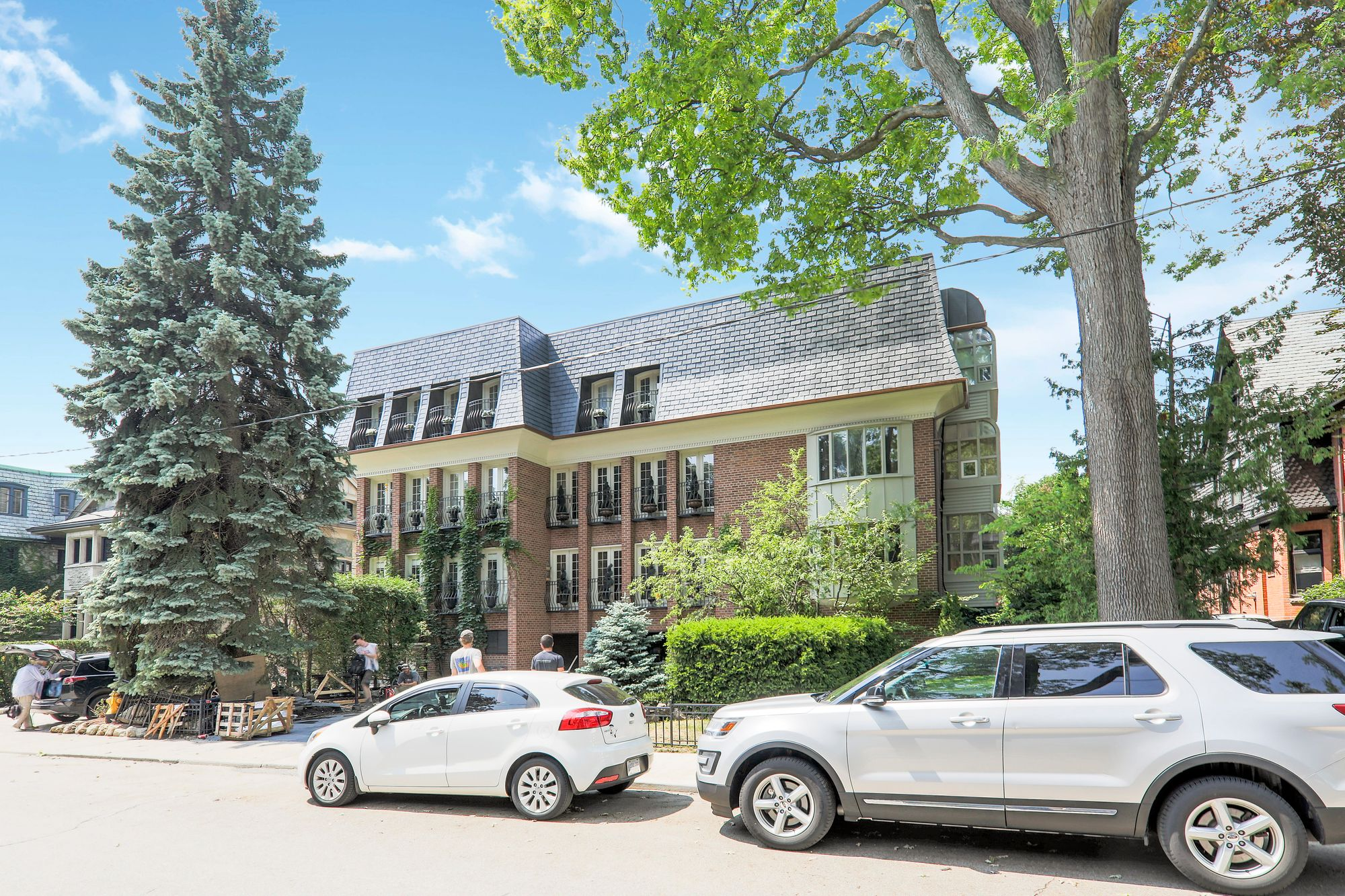 8 Hawthorn Ave. This condo townhouse at 8 Hawthorn Avenue Condos is located in  Midtown, Toronto - image #1 of 4 by Strata.ca