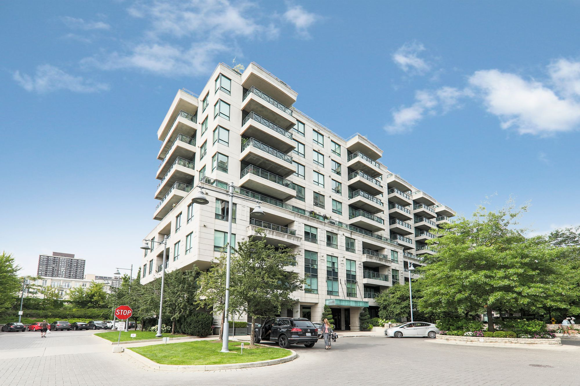 20 Scrivener Sq. This condo at Thornwood One is located in  Midtown, Toronto - image #1 of 5 by Strata.ca