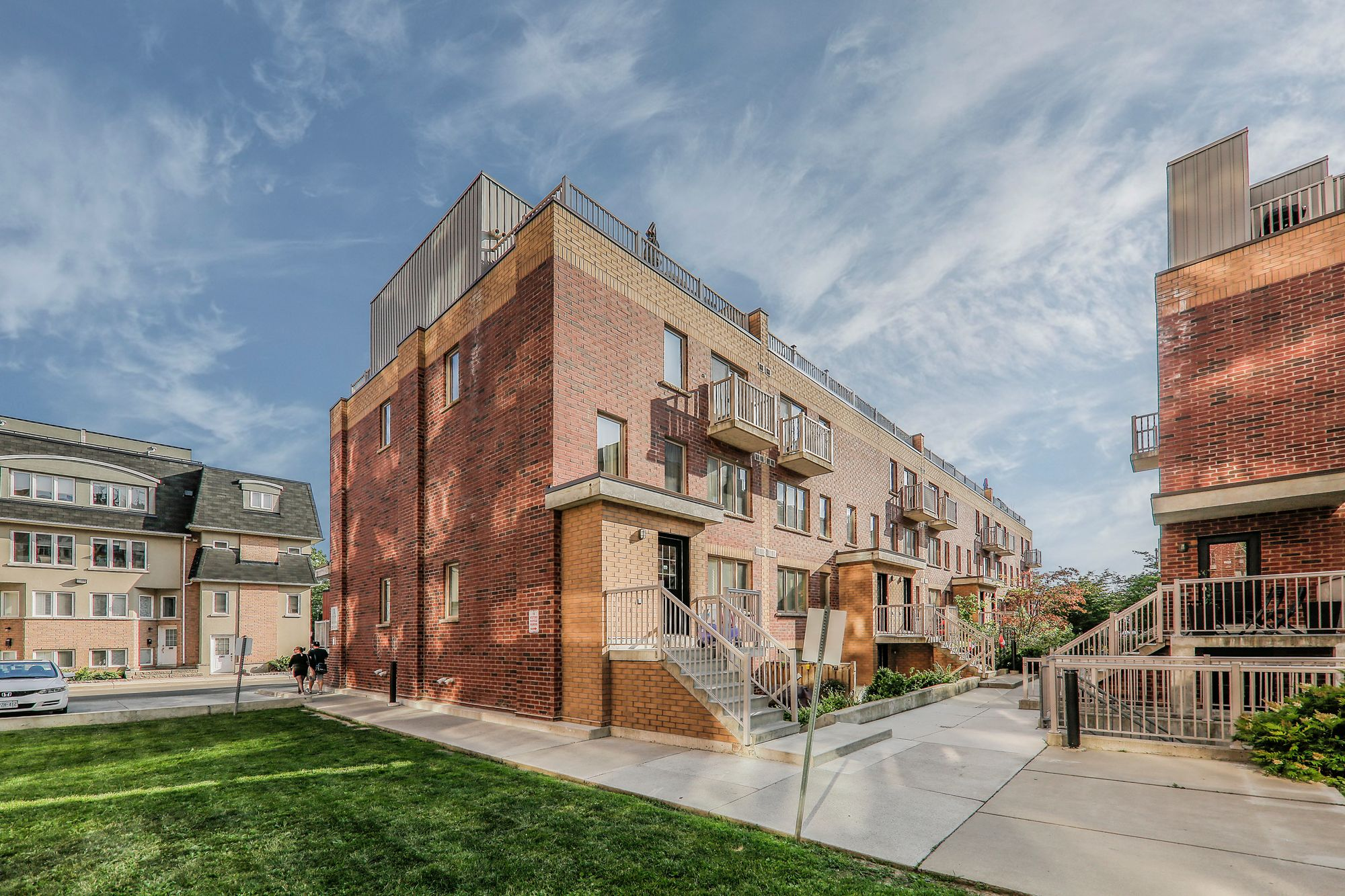 1-21 Ruttan St. This condo townhouse at Brownstones on Bloor is located in  West End, Toronto - image #1 of 5 by Strata.ca