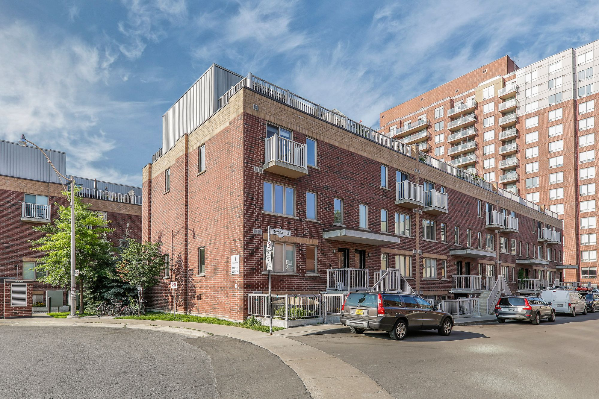 1-21 Ruttan St. This condo townhouse at Brownstones on Bloor is located in  West End, Toronto - image #2 of 5 by Strata.ca