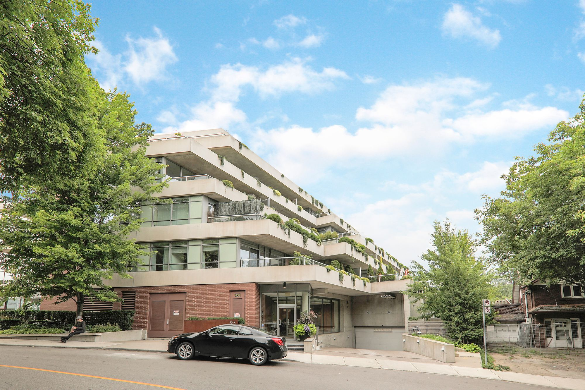 383 Ellis Park Rd. This condo townhouse at Home Condominium is located in  West End, Toronto - image #2 of 5 by Strata.ca