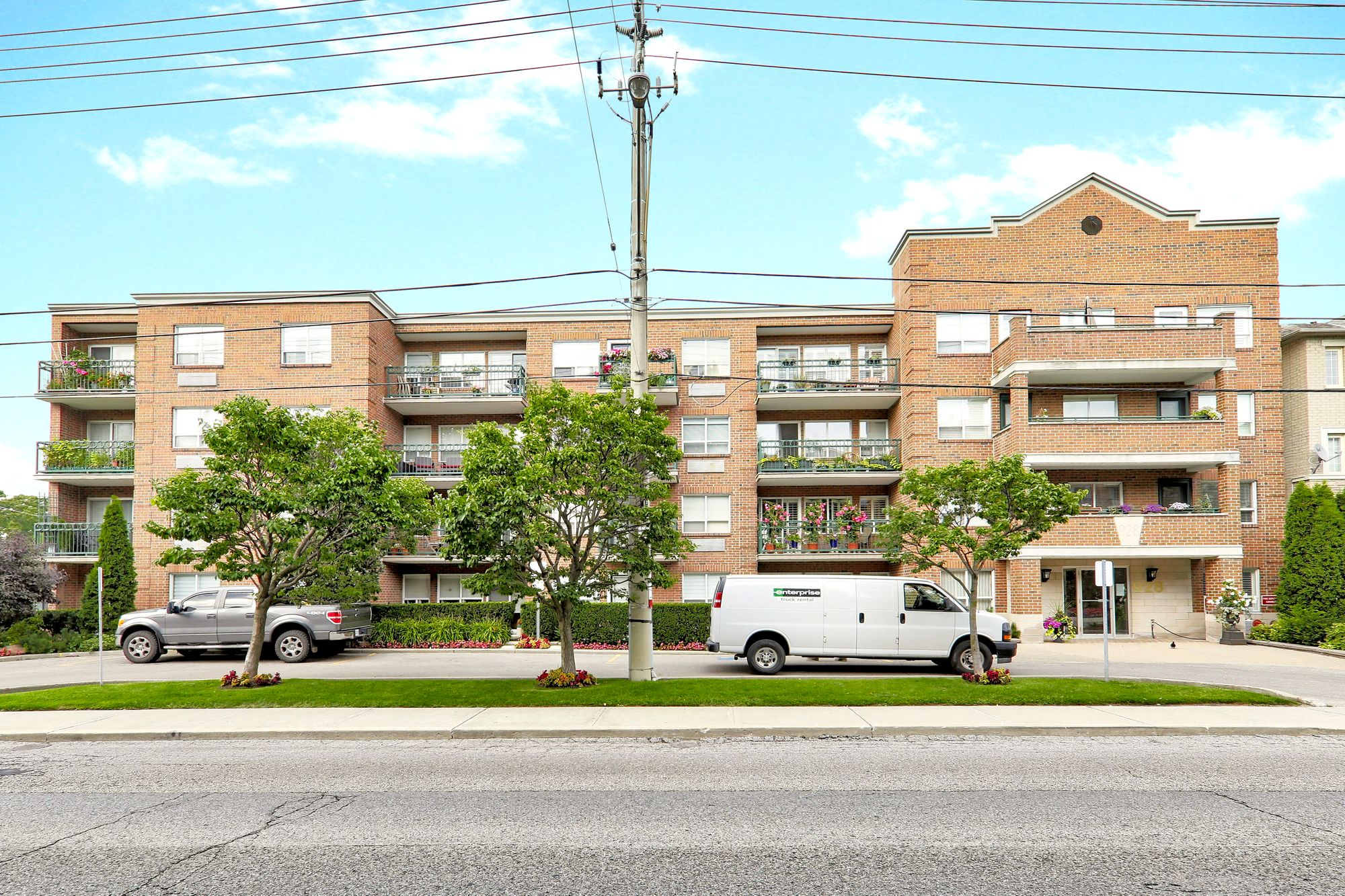 928 Millwood Rd. This condo townhouse at 928 Millwood Rd is located in  East York, Toronto - image #2 of 4 by Strata.ca