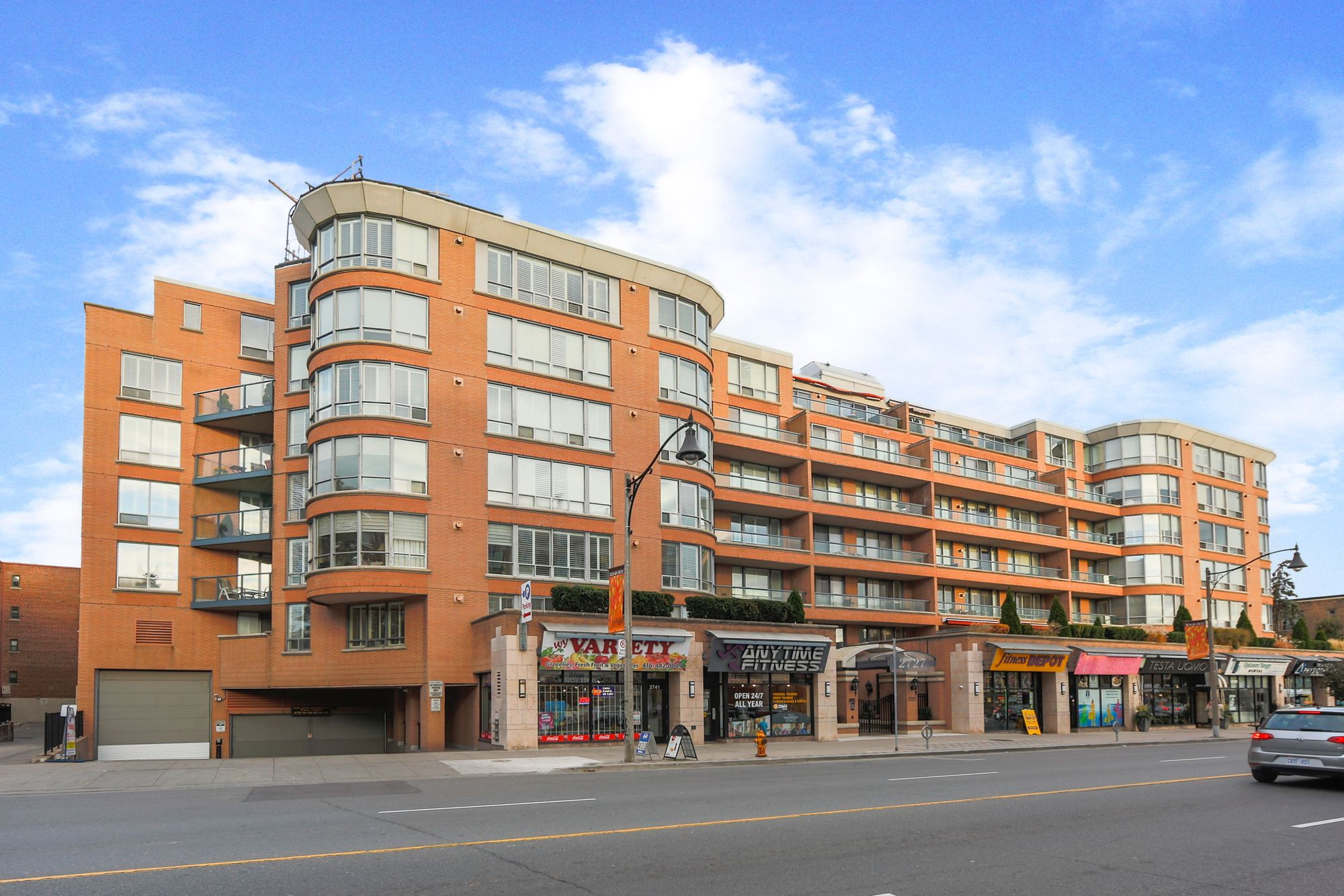 2727 Yonge St. This condo at The Lawrence Park Condominiums is located in  Midtown, Toronto - image #1 of 5 by Strata.ca