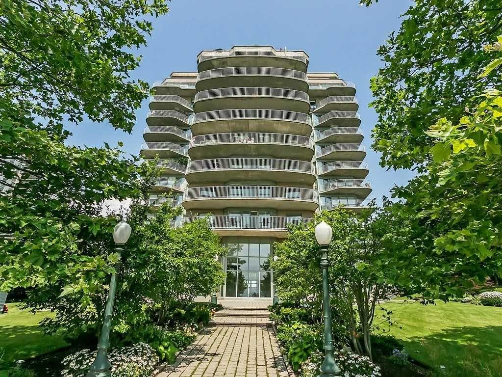 2190 Lakeshore Rd. This condo at Lakepoint Condos is located in Downtown Burlington, Burlington