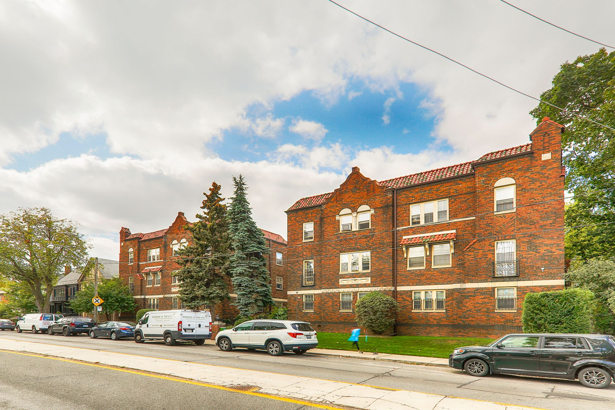 480 Oriole Pk. This condo at 480 Oriole Parkway is located in  Midtown, Toronto - image #1 of 5 by Strata.ca