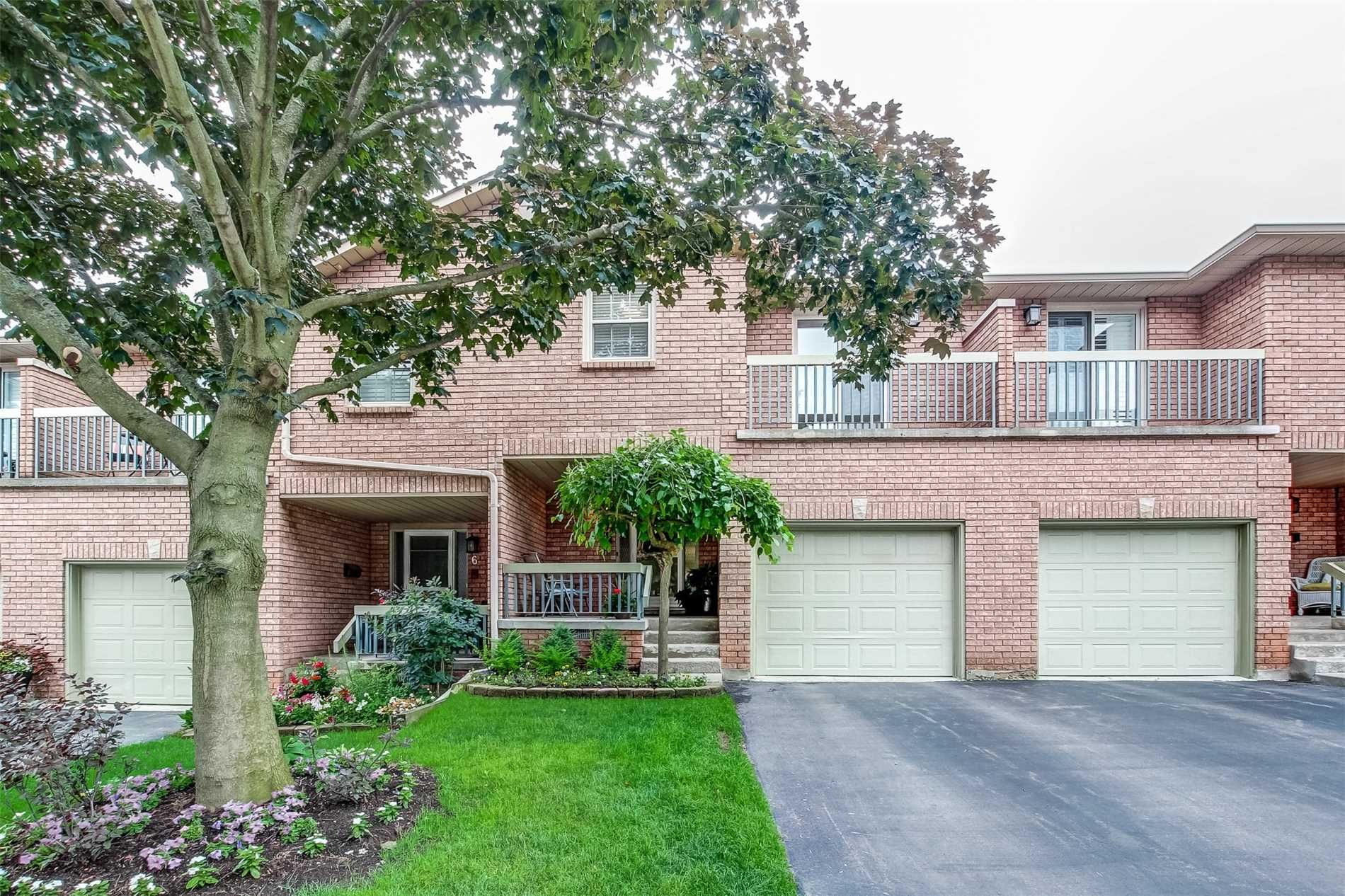 3125 Pinemeadow Dr. This condo townhouse at The Enclave North Townhomes is located in Brant Hills | Nelson, Burlington