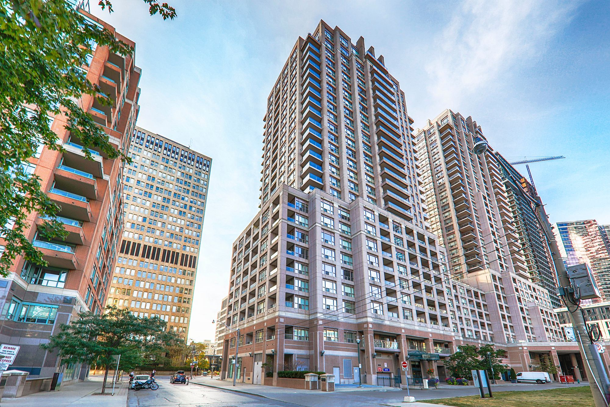 The Allegro at 909 Bay St. This condo is located in  Downtown, Toronto - image #1 of 5 by Strata.ca