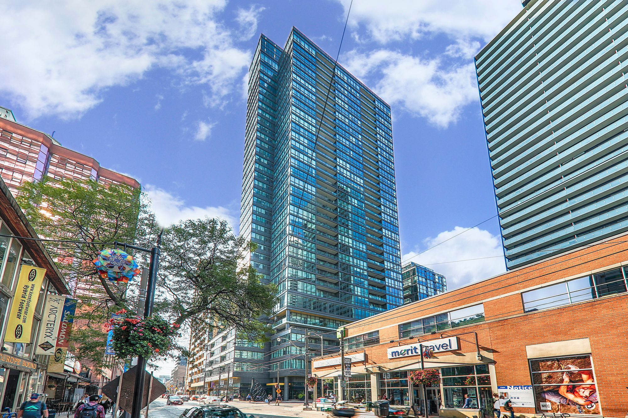 Charlie At 8 Charlotte St 2 Condos For Sale 4 Units For Rent Strata Ca