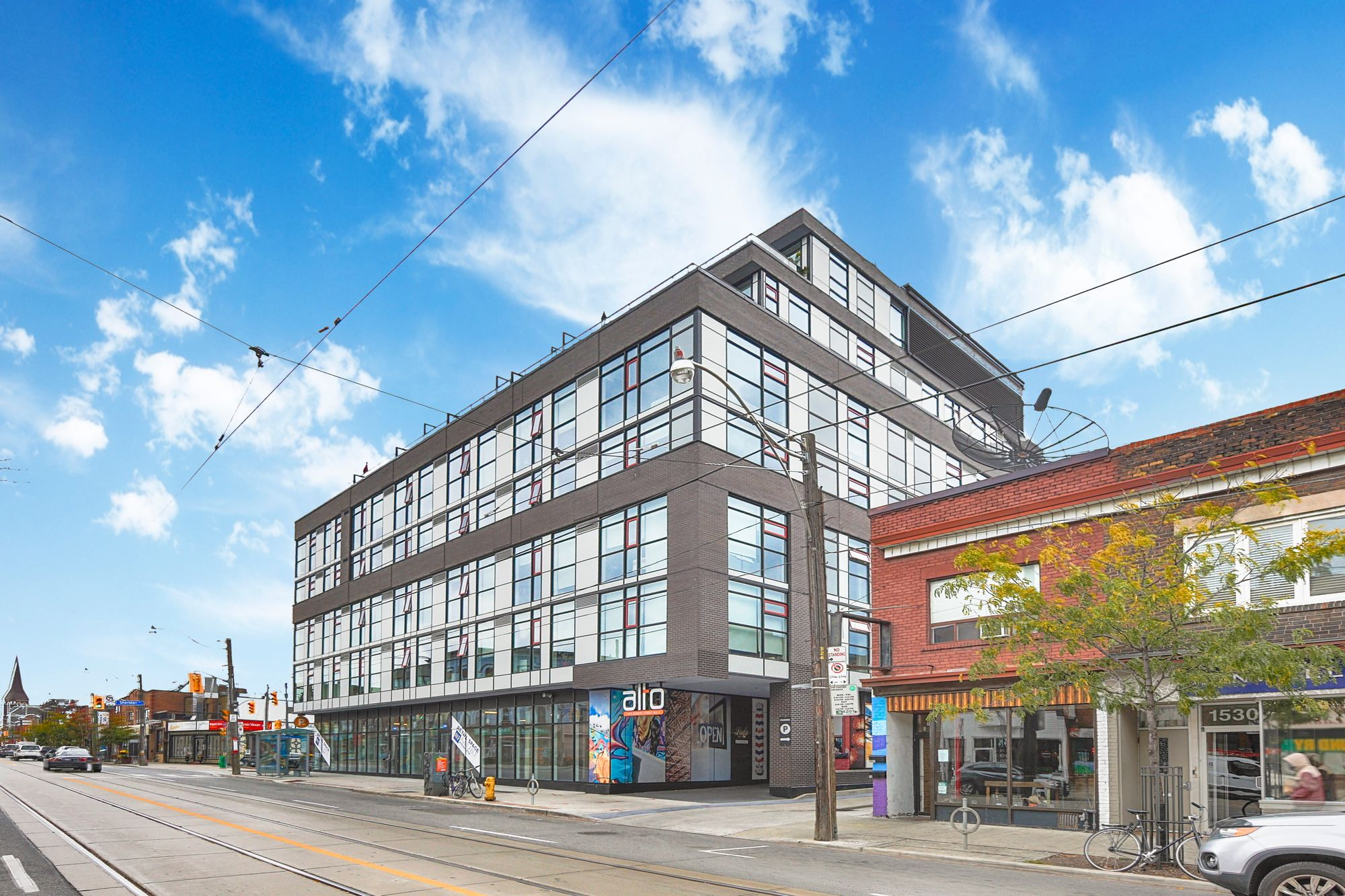 1544 Dundas St W. This condo at Alto is located in  West End, Toronto - image #1 of 4 by Strata.ca