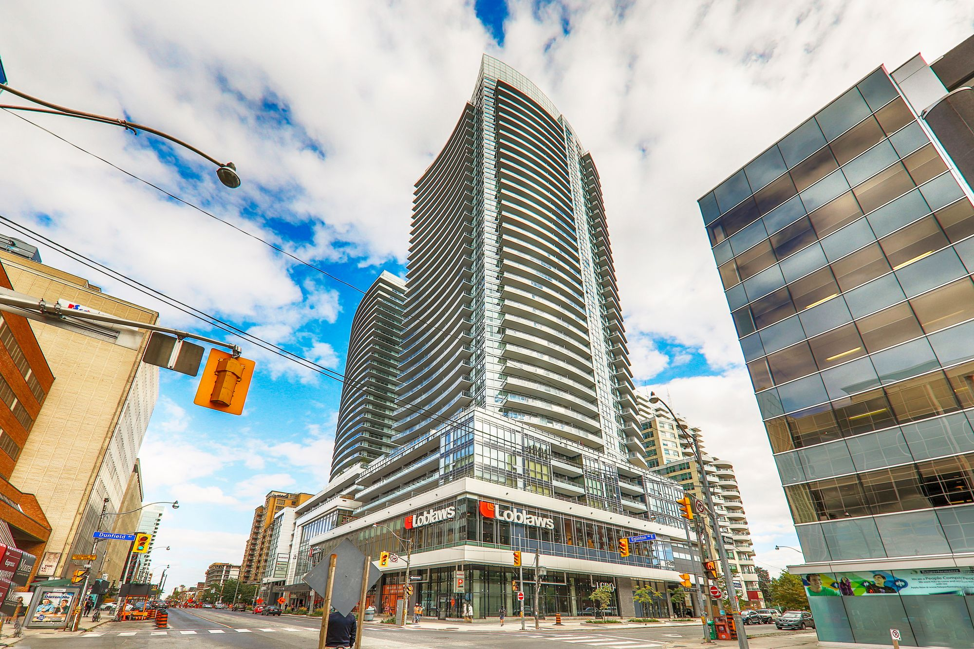 The Madison At Yonge And Eglinton At 89 Dunfield Ave 98 Lillian St 101 Eglinton Ave E 3 Condos For Sale 21 Units For Rent Strata Ca