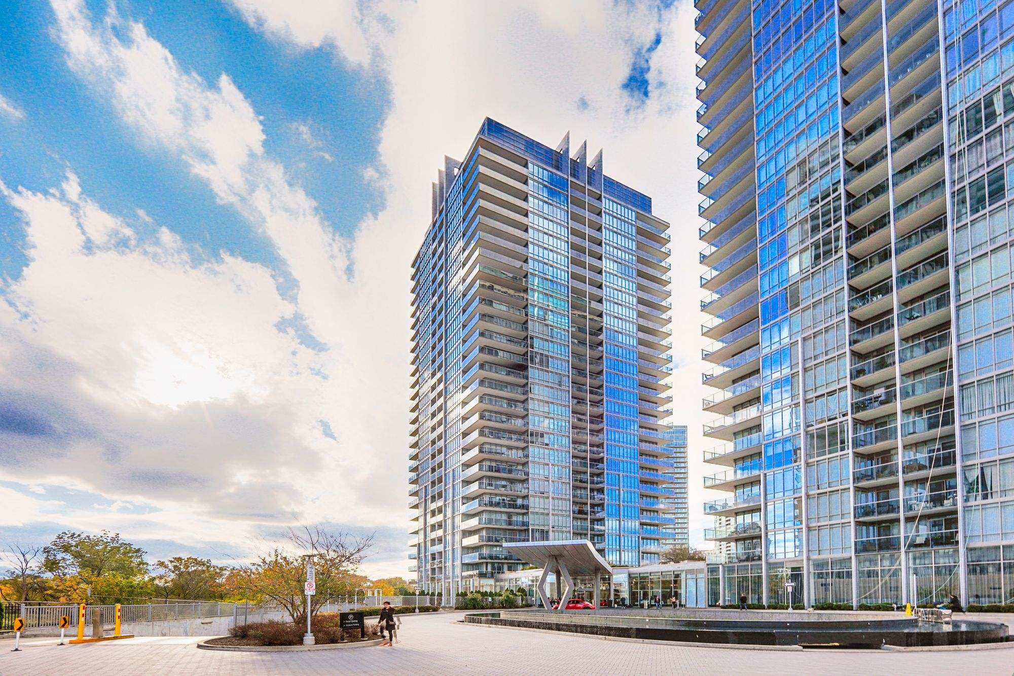88 Park Lawn Rd. This condo at South Beach Condos is located in  Etobicoke, Toronto - image #1 of 5 by Strata.ca