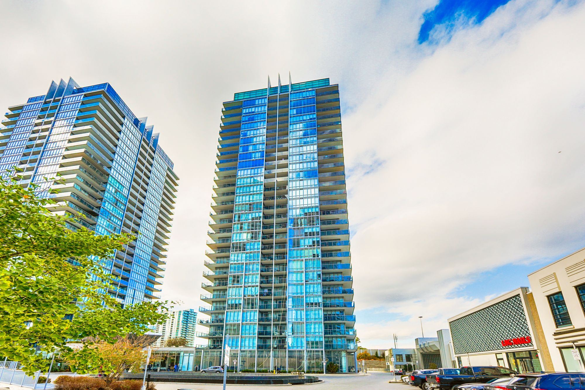 88 Park Lawn Rd. This condo at South Beach Condos is located in  Etobicoke, Toronto - image #2 of 5 by Strata.ca