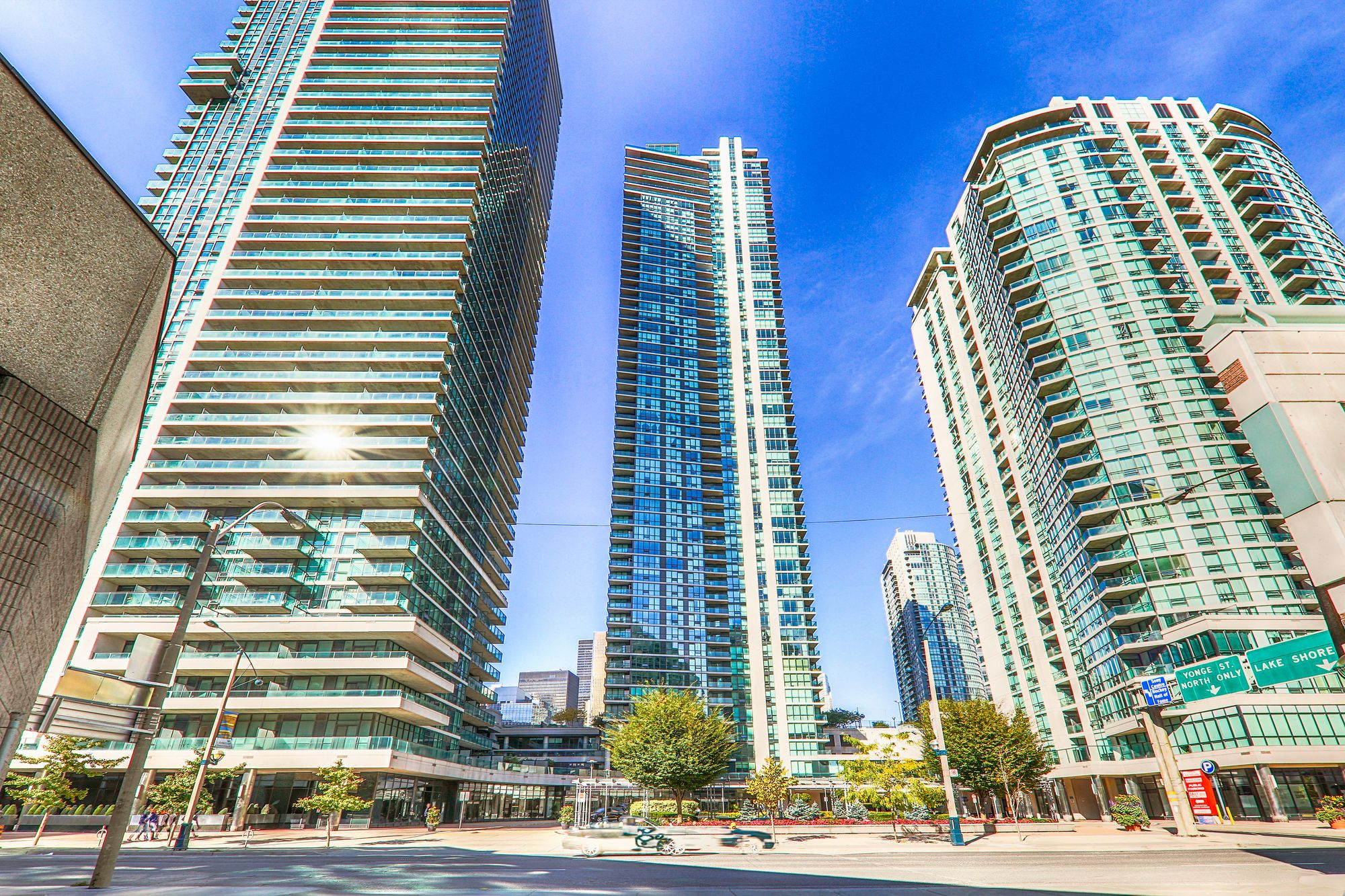 18 Harbour St. This condo at Success Tower is located in  Downtown, Toronto - image #2 of 5 by Strata.ca