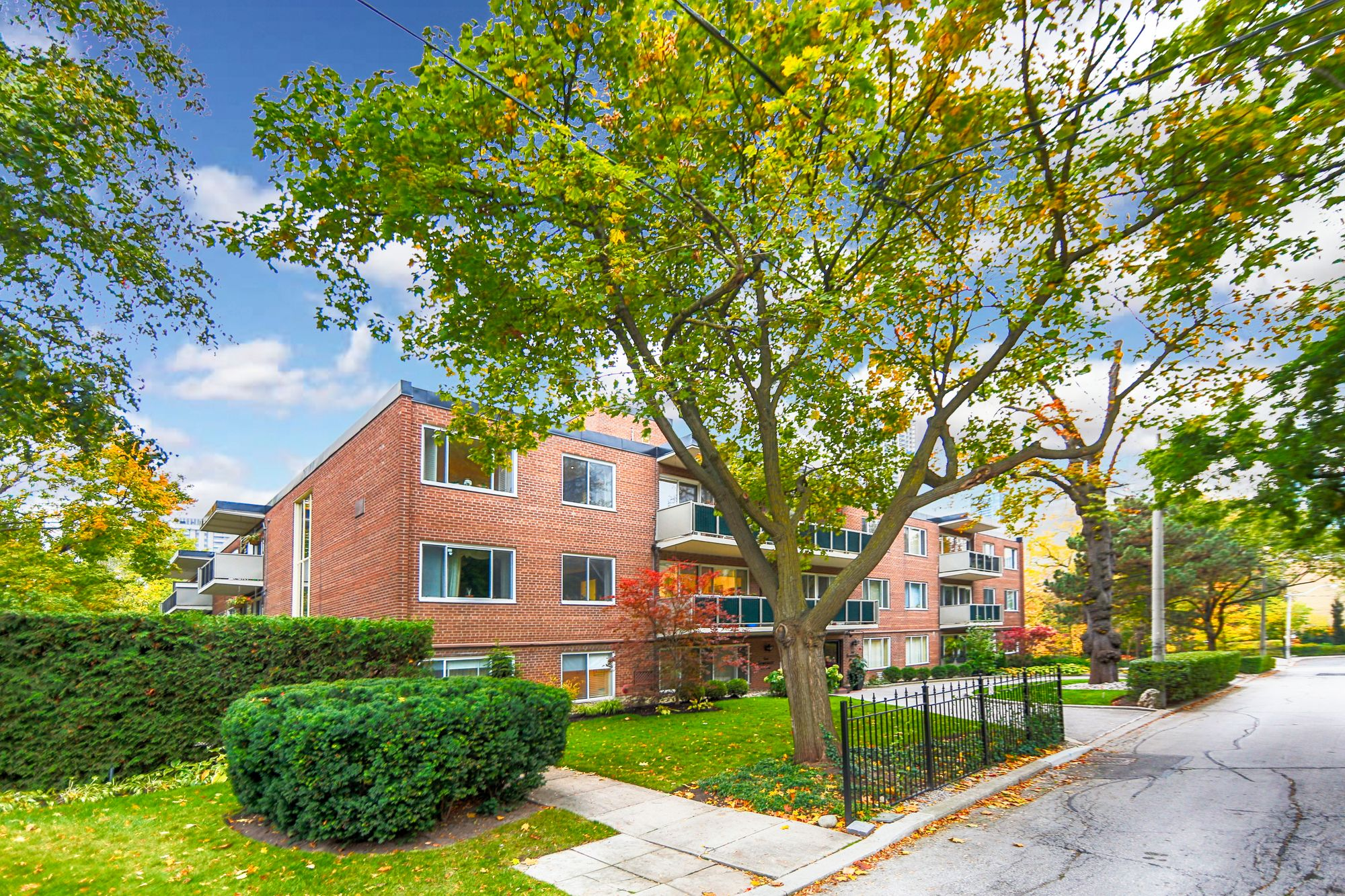 1A Dale Ave, unit 201 for sale in Rosedale - image #1