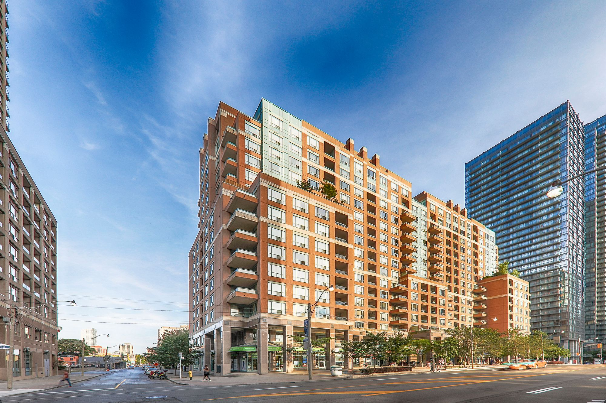 Opera Place II at 889 Bay St. This condo is located in  Downtown, Toronto - image #1 of 5 by Strata.ca