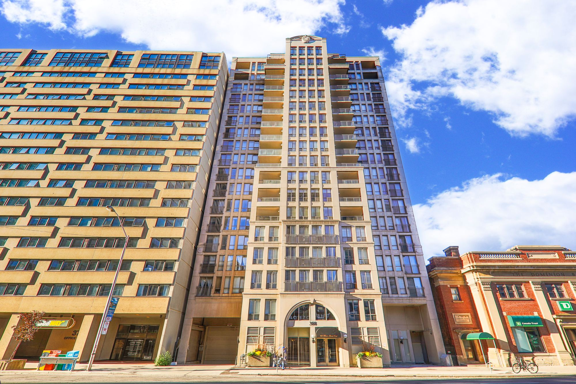 388 Bloor St E. This condo at Rosedale Ravine Residences is located in  Downtown, Toronto - image #2 of 4 by Strata.ca