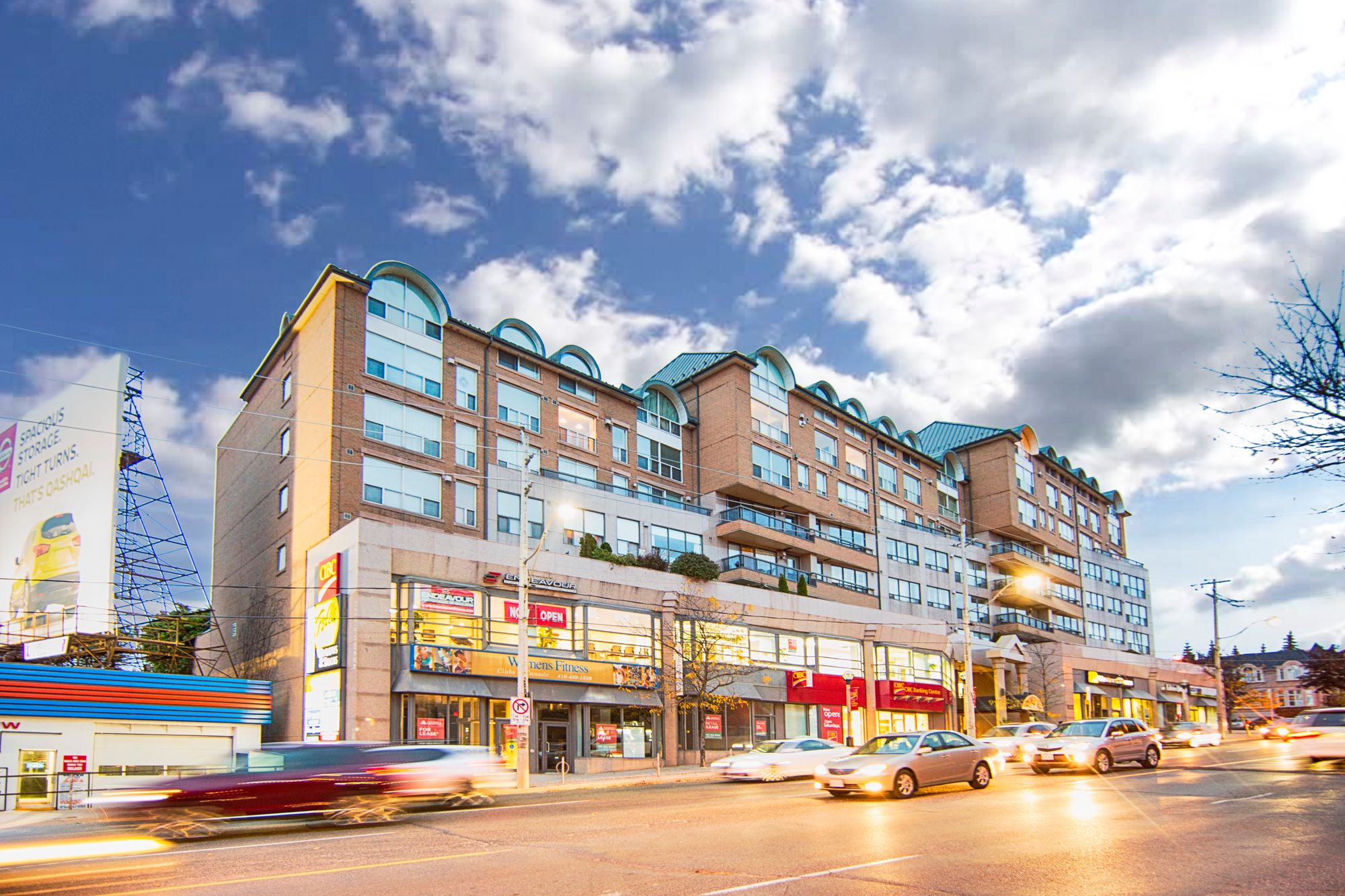 1818 Bayview Ave. This condo at Bayview Walk is located in  Midtown, Toronto - image #2 of 4 by Strata.ca