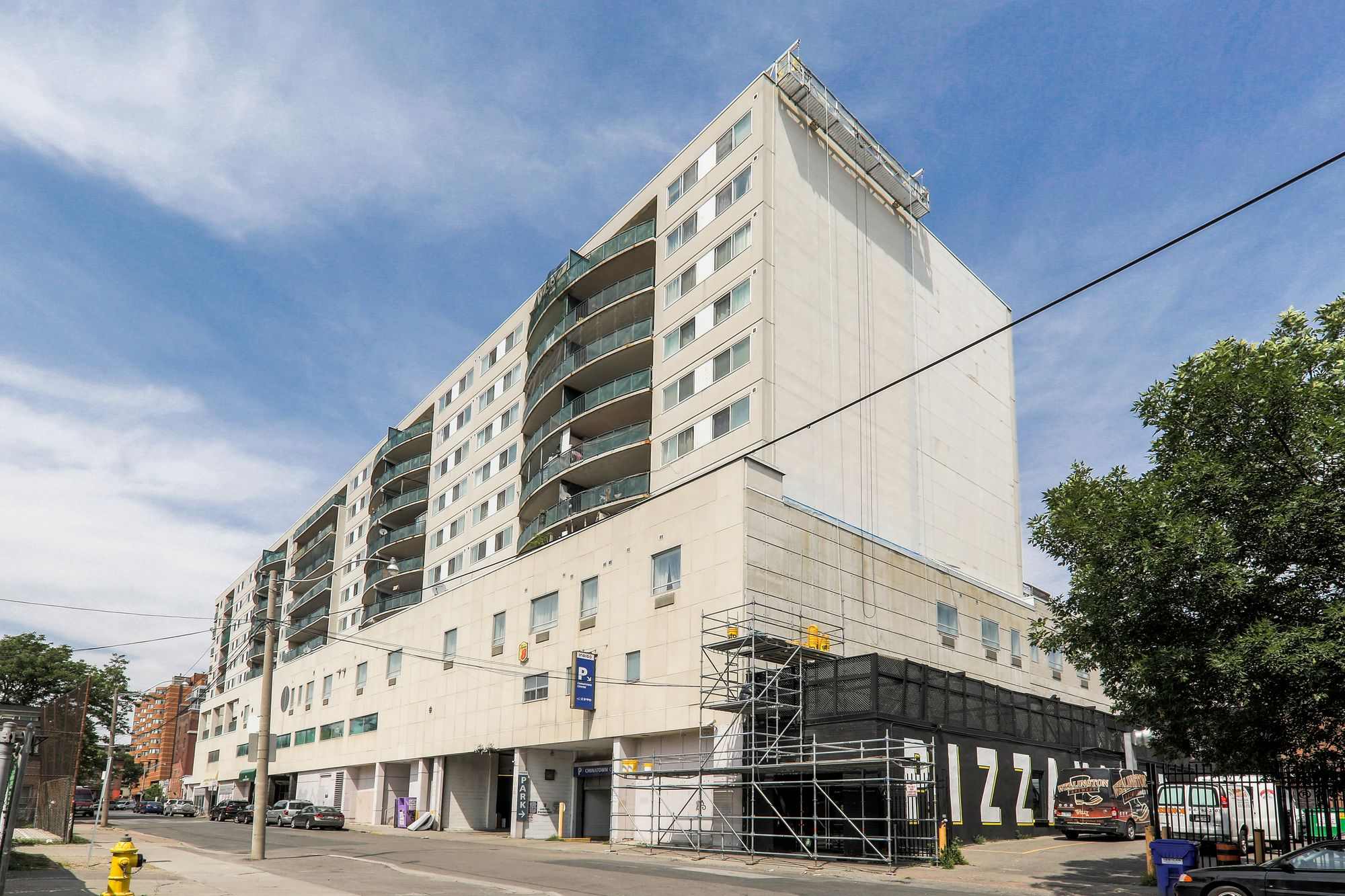 222 Spadina Ave. This condo at Chinatown Centre Residence is located in  Downtown, Toronto - image #1 of 4 by Strata.ca