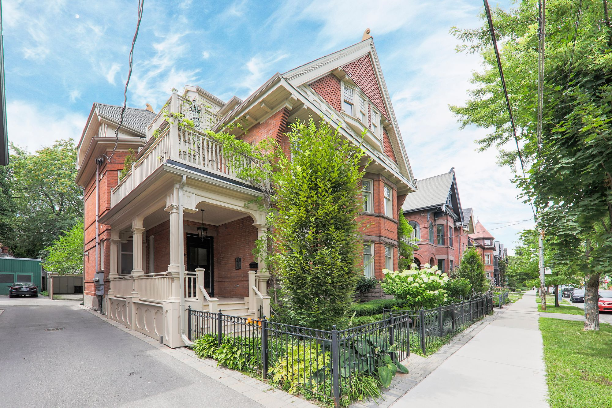 118 Bedford Rd. This condo townhouse at Bedford Mansion Townhomes is located in  Downtown, Toronto - image #1 of 4 by Strata.ca