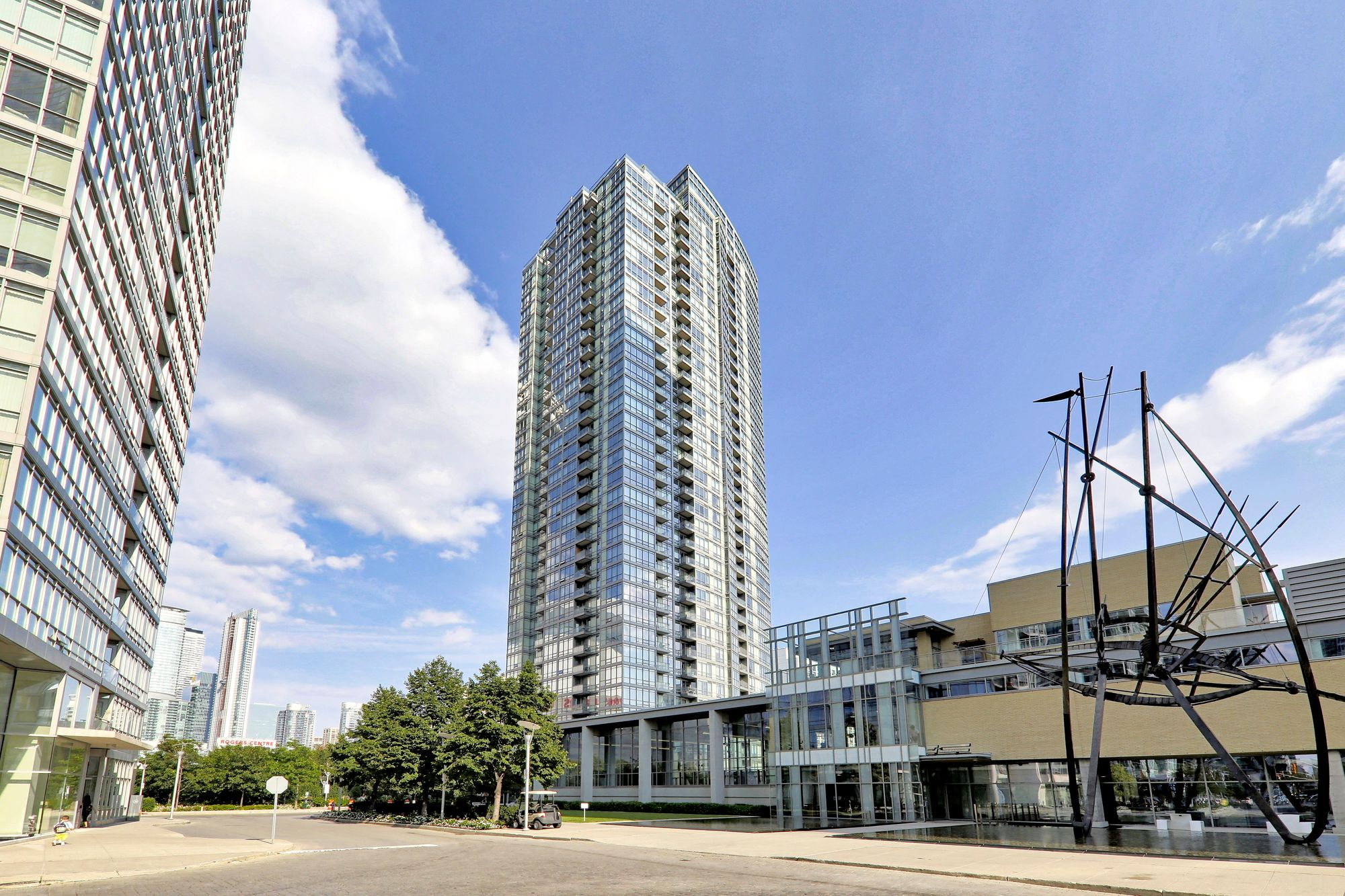 5 Mariner Terr. This condo at Harbour View Estates III Condos is located in  Downtown, Toronto - image #1 of 7 by Strata.ca