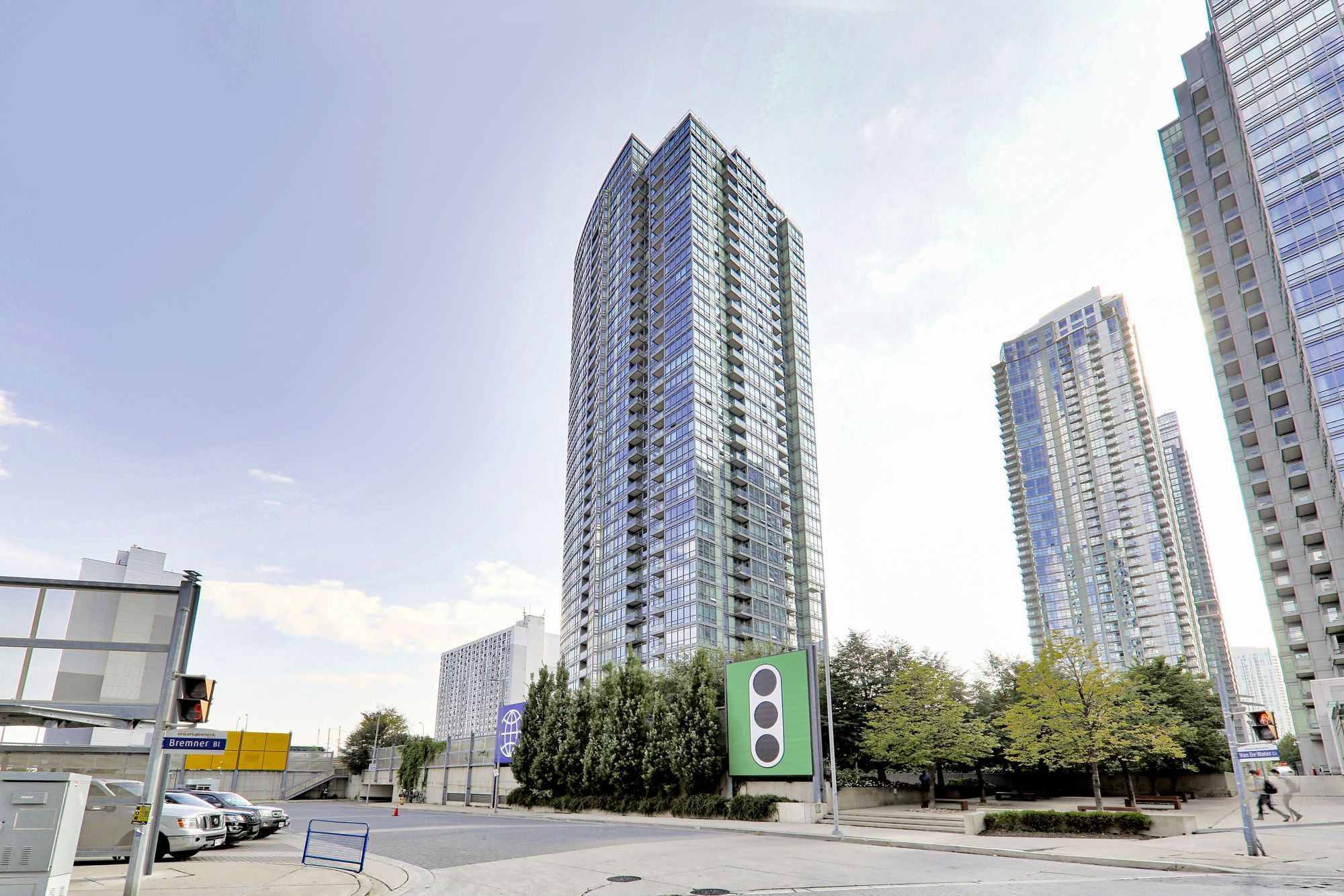 5 Mariner Terr. This condo at Harbour View Estates III Condos is located in  Downtown, Toronto - image #2 of 7 by Strata.ca