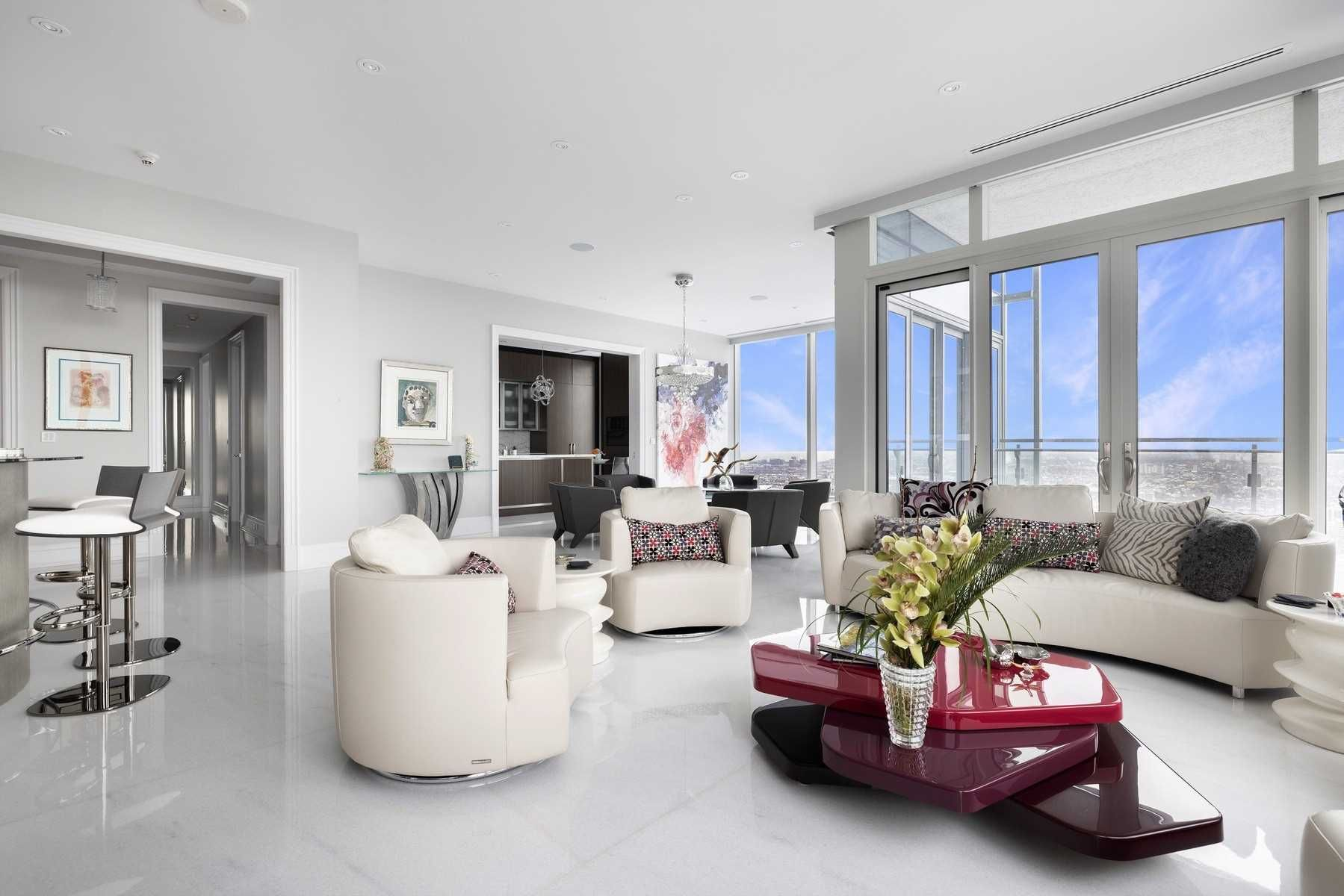 50 Yorkville Ave, unit 4001 for sale in Toronto - image #2