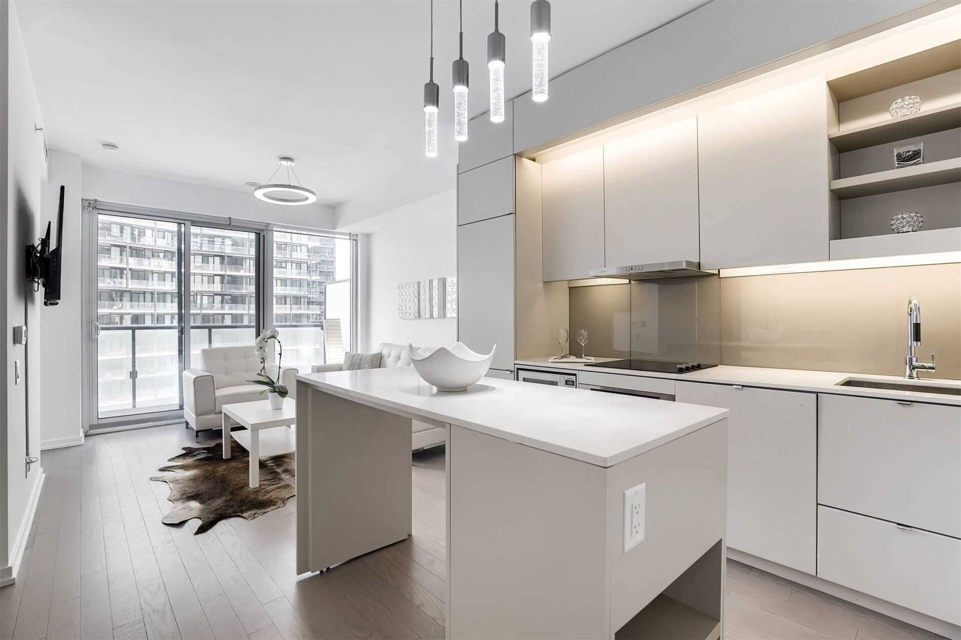 101 Peter St, unit 1912 for sale in Toronto - image #2