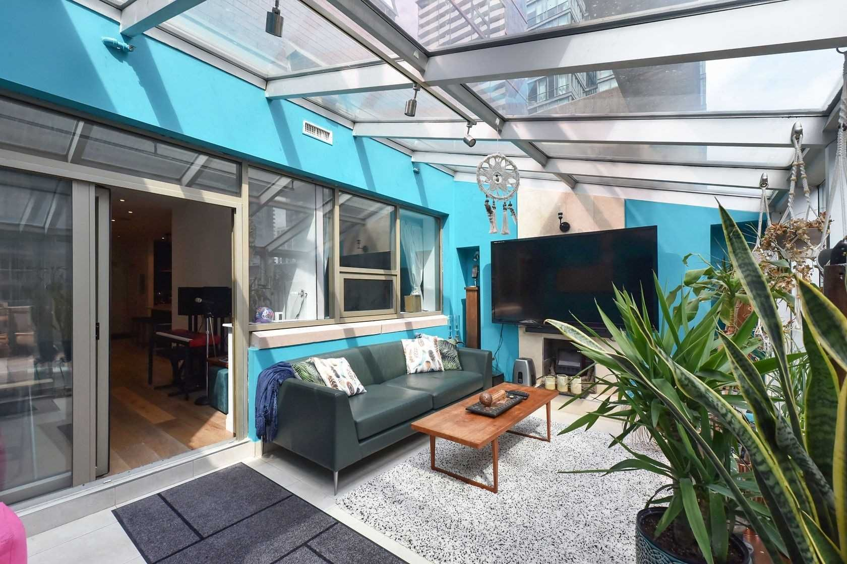 393 King St W, unit 403 for sale in Toronto - image #2