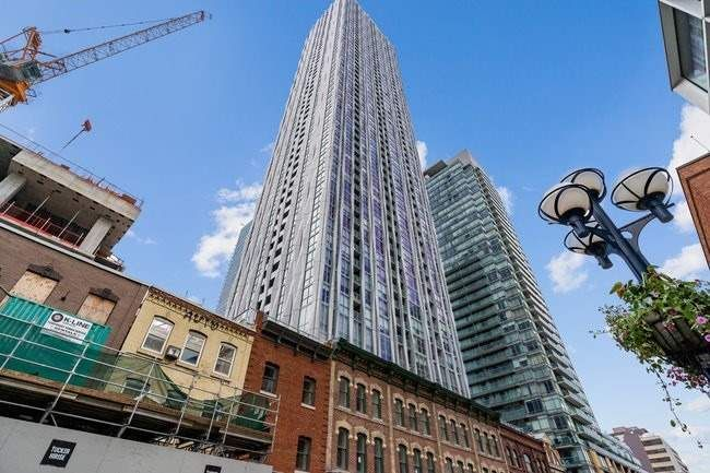 1 Yorkville Ave, unit 5102 for sale in Toronto - image #2