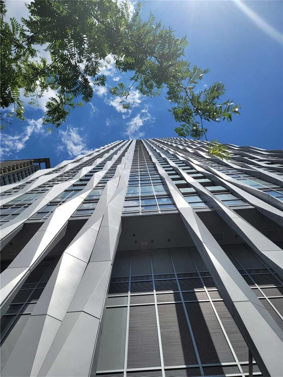 1 Yorkville Ave, unit 5103 for sale in Toronto - image #1