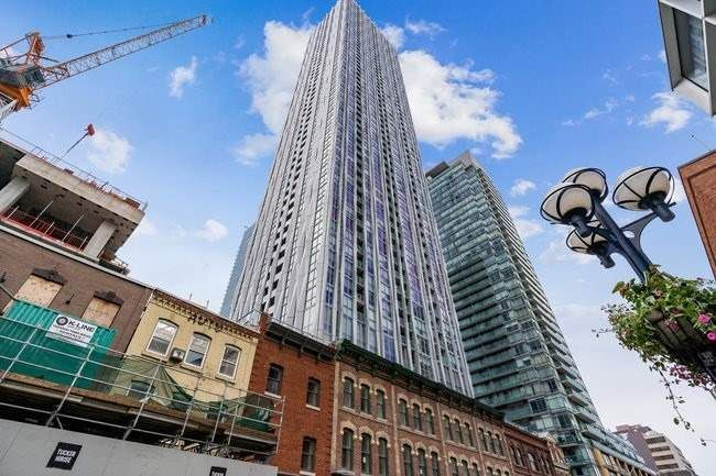 1 Yorkville Ave, unit 5103 for sale in Toronto - image #2