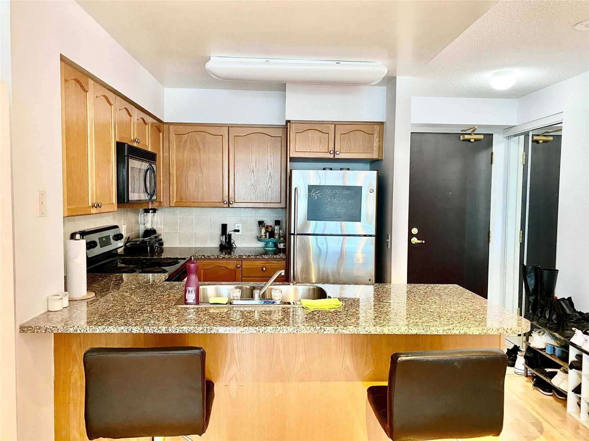 30 Grand Trunk Cres, unit 3209 for rent in Toronto - image #2