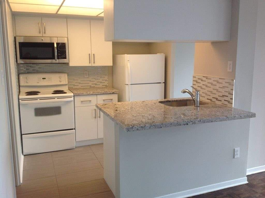 1001 Bay St, unit 1116 for rent in Toronto - image #2