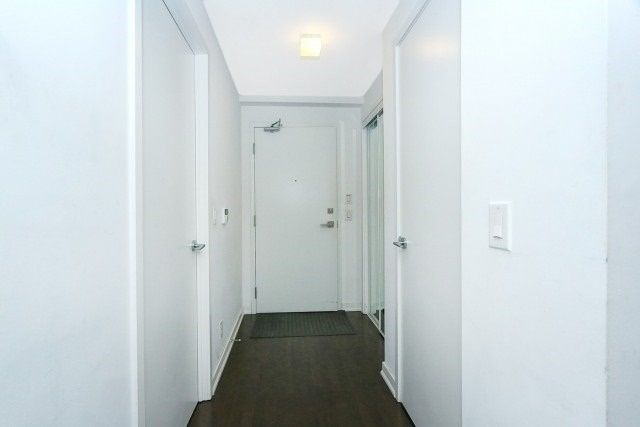 14 York St, unit 5207 for rent in Toronto - image #2