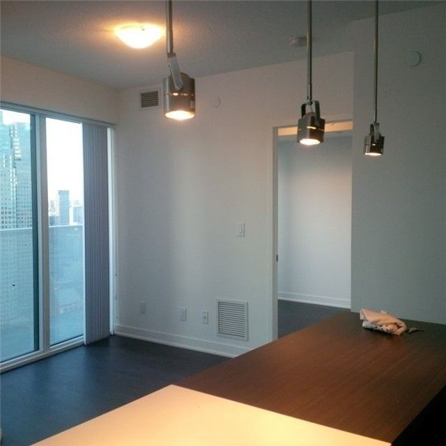 88 Harbour St, unit 4502 for rent in Toronto - image #2
