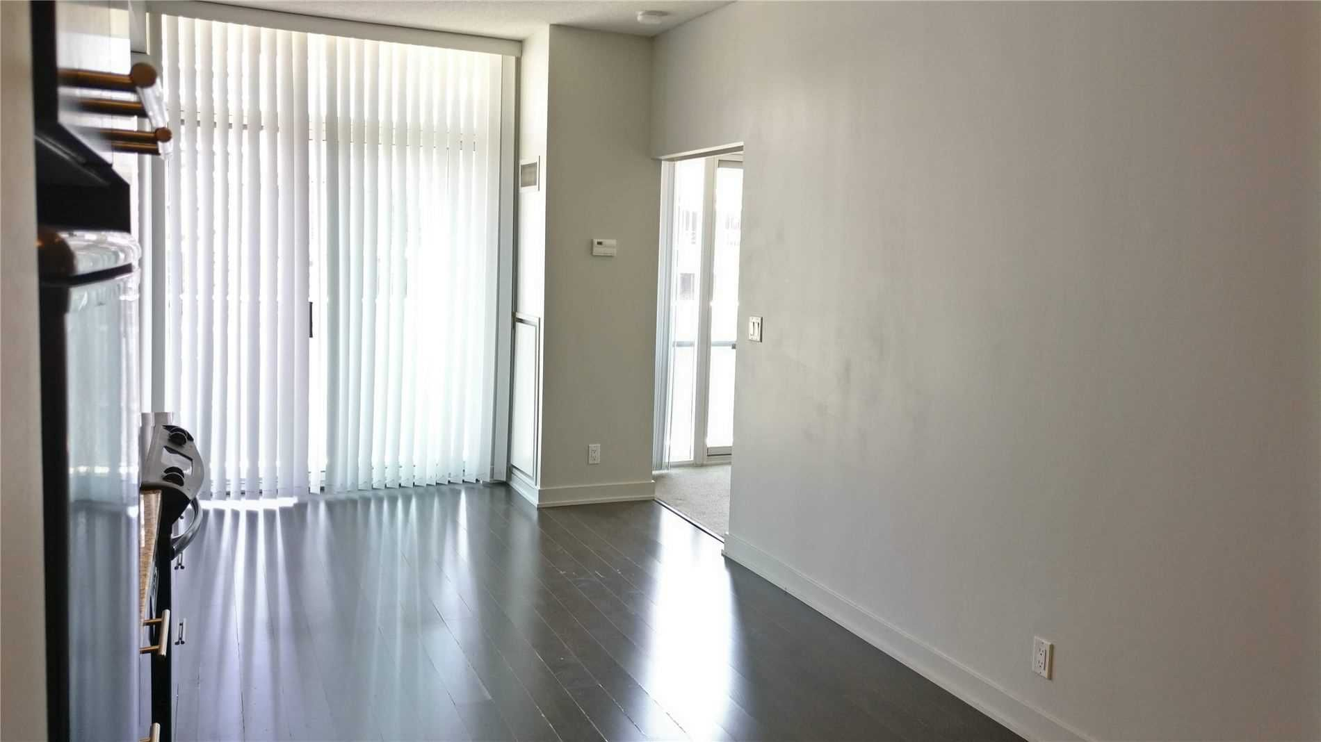 21 Nelson St, unit 823 for rent in Toronto - image #2