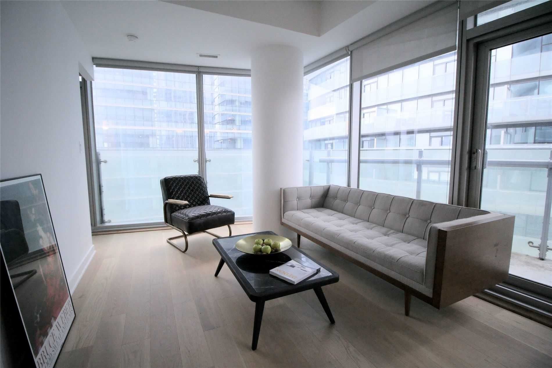 12 York St, unit 2810 for sale in Toronto - image #2