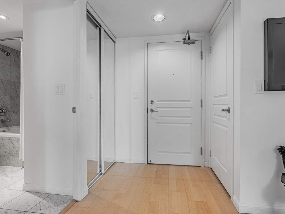 140 Simcoe St, unit 1521 for sale in Toronto - image #1
