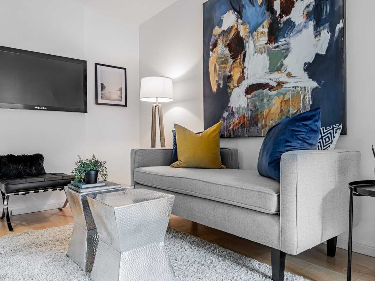 140 Simcoe St, unit 1521 for sale in Toronto - image #2