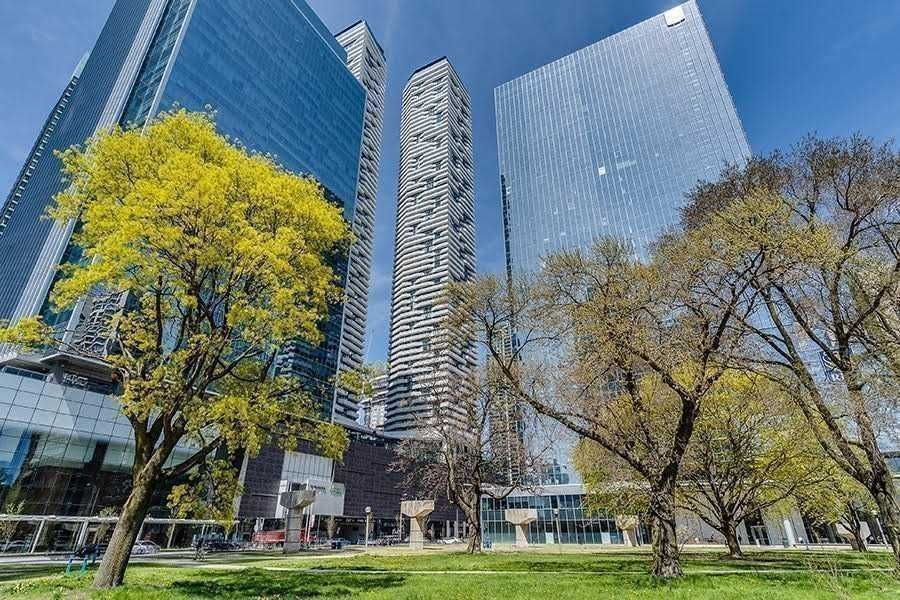 100 Harbour St, unit 5705 for rent in Toronto - image #2
