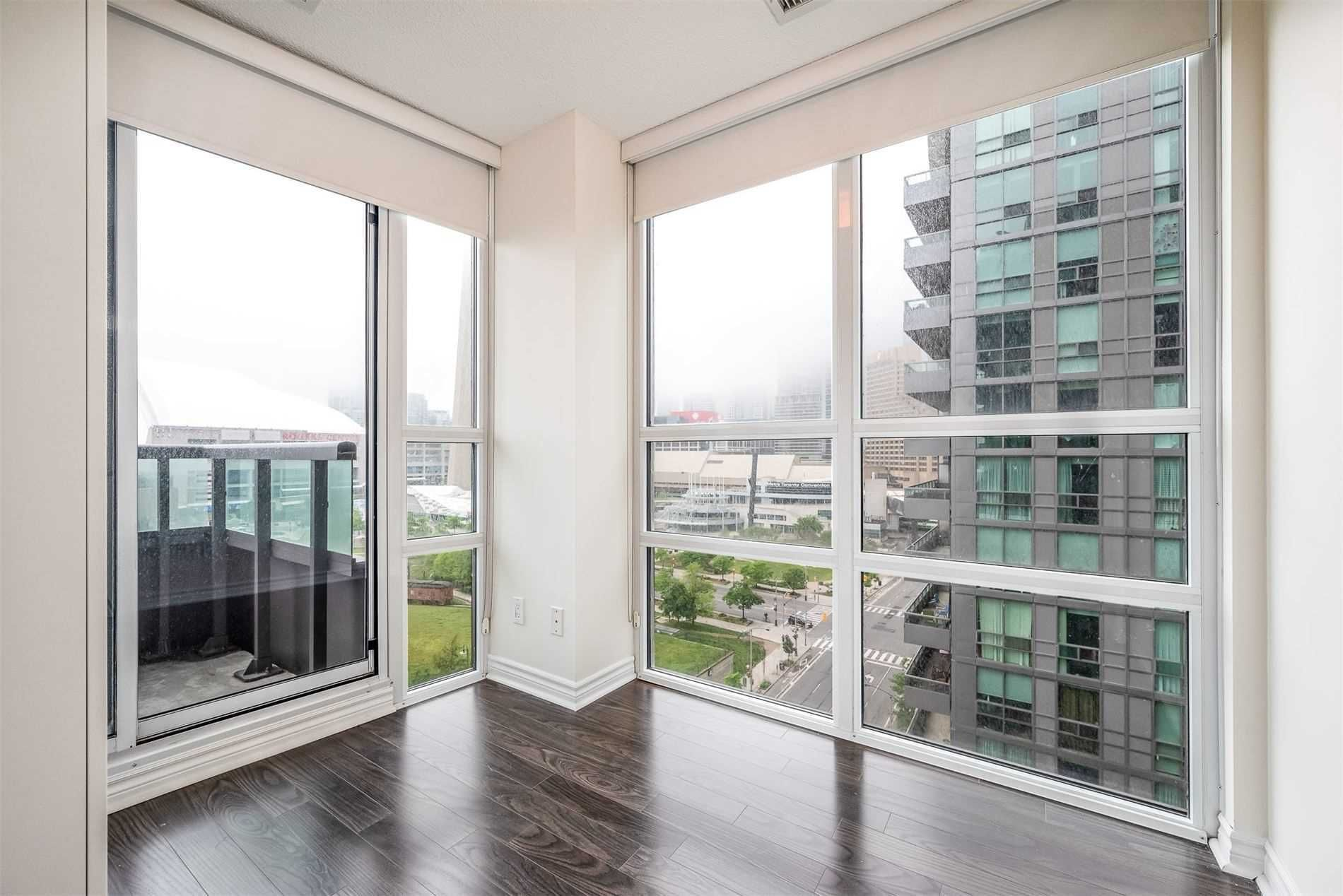 25 Lower Simcoe St, unit 1518 for rent in Toronto - image #1