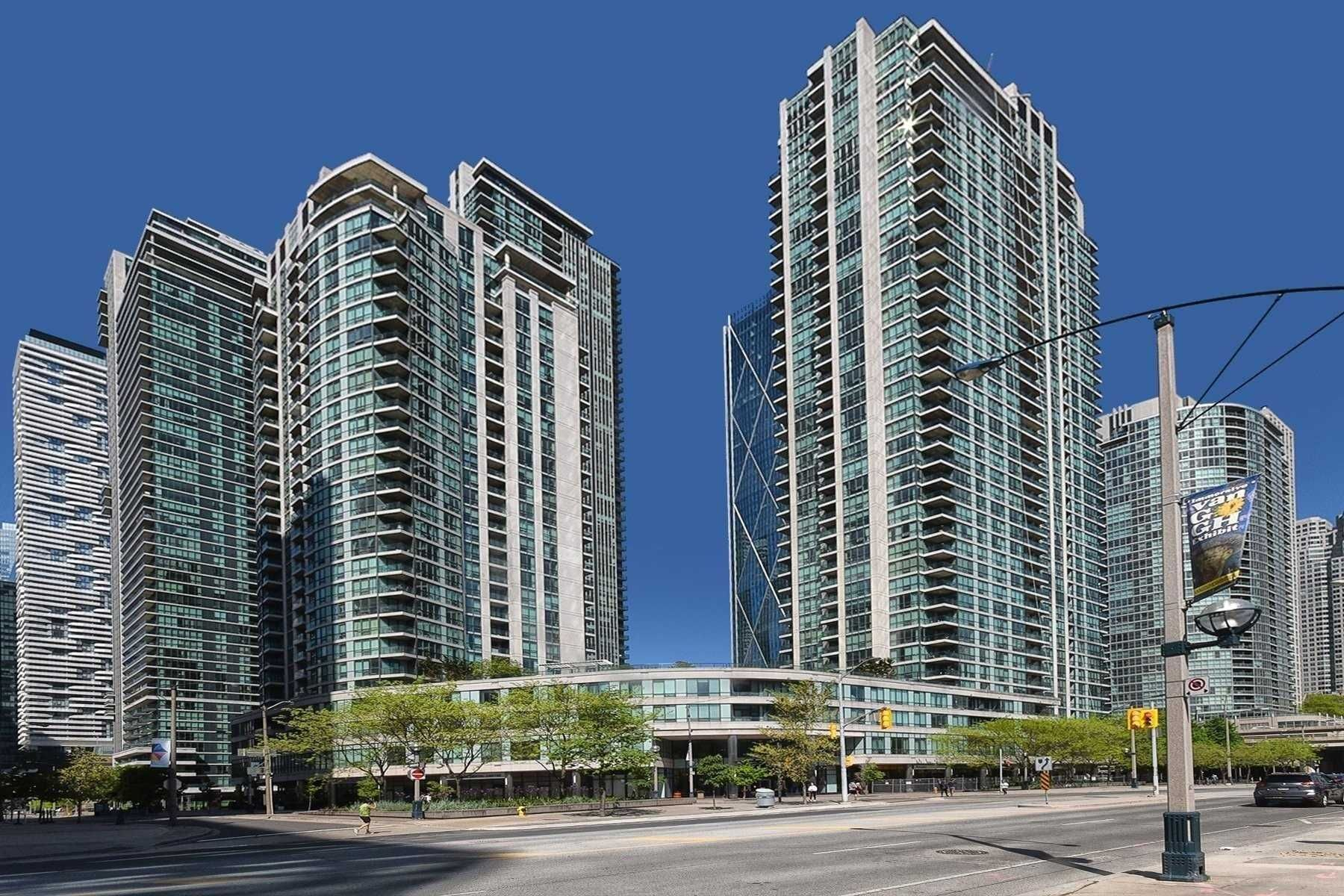 16 Yonge St, unit 812 for sale in Toronto - image #1