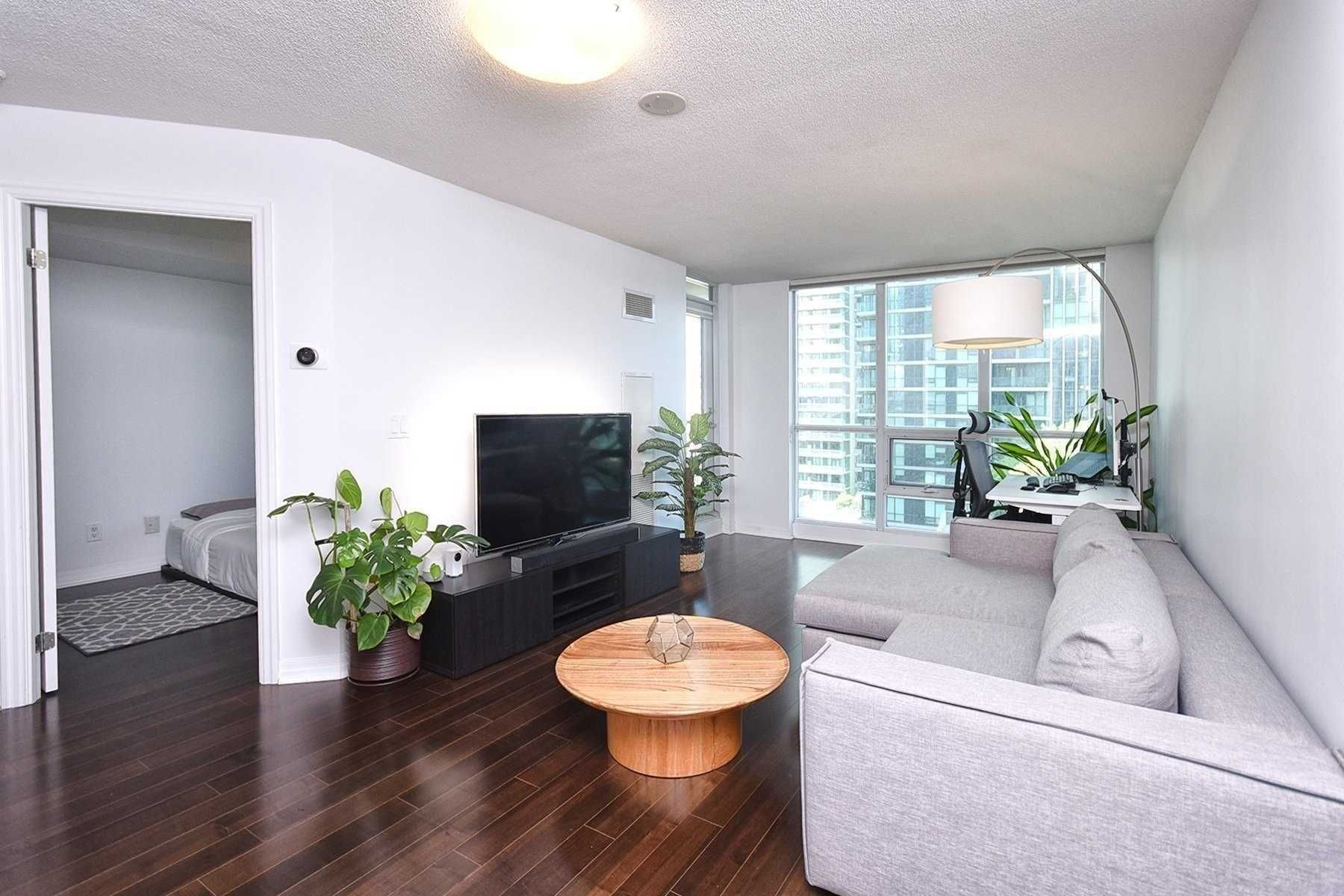 16 Yonge St, unit 812 for sale in Toronto - image #2