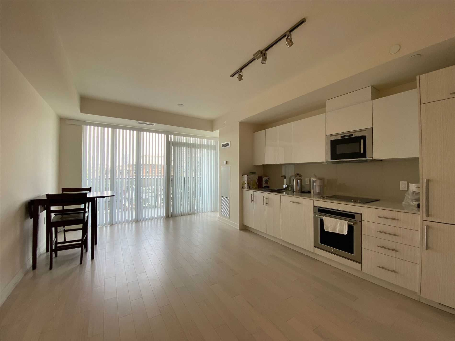 330 Richmond St W, unit 816 for rent in Toronto - image #2
