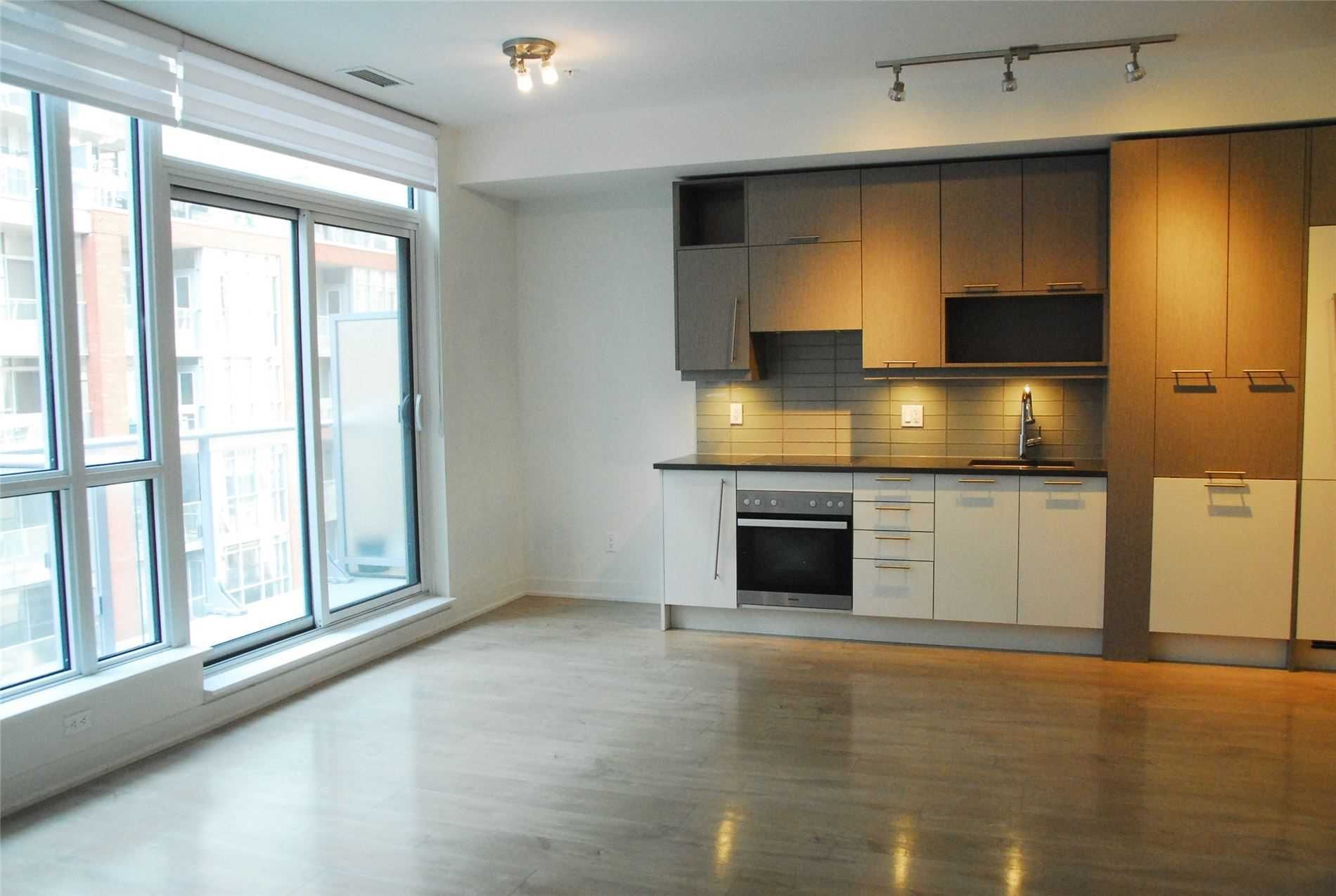30 Nelson St, unit 515 for rent in Toronto - image #2