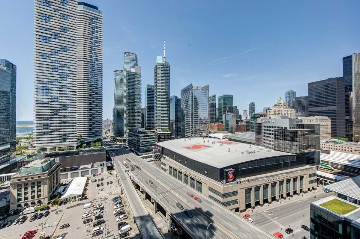 18 Harbour St, unit 2101 for sale in Toronto - image #1