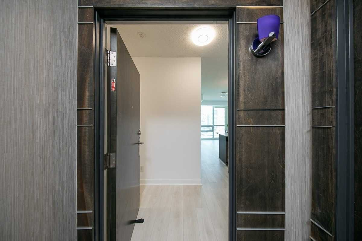 18 Harbour St, unit 2101 for sale in Toronto - image #2
