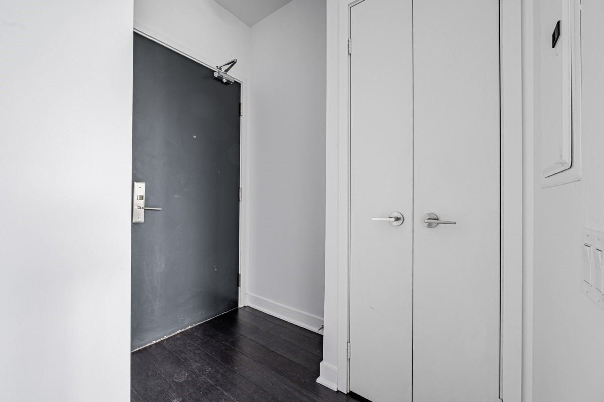290 Adelaide St, unit 2312 for rent in Toronto - image #2