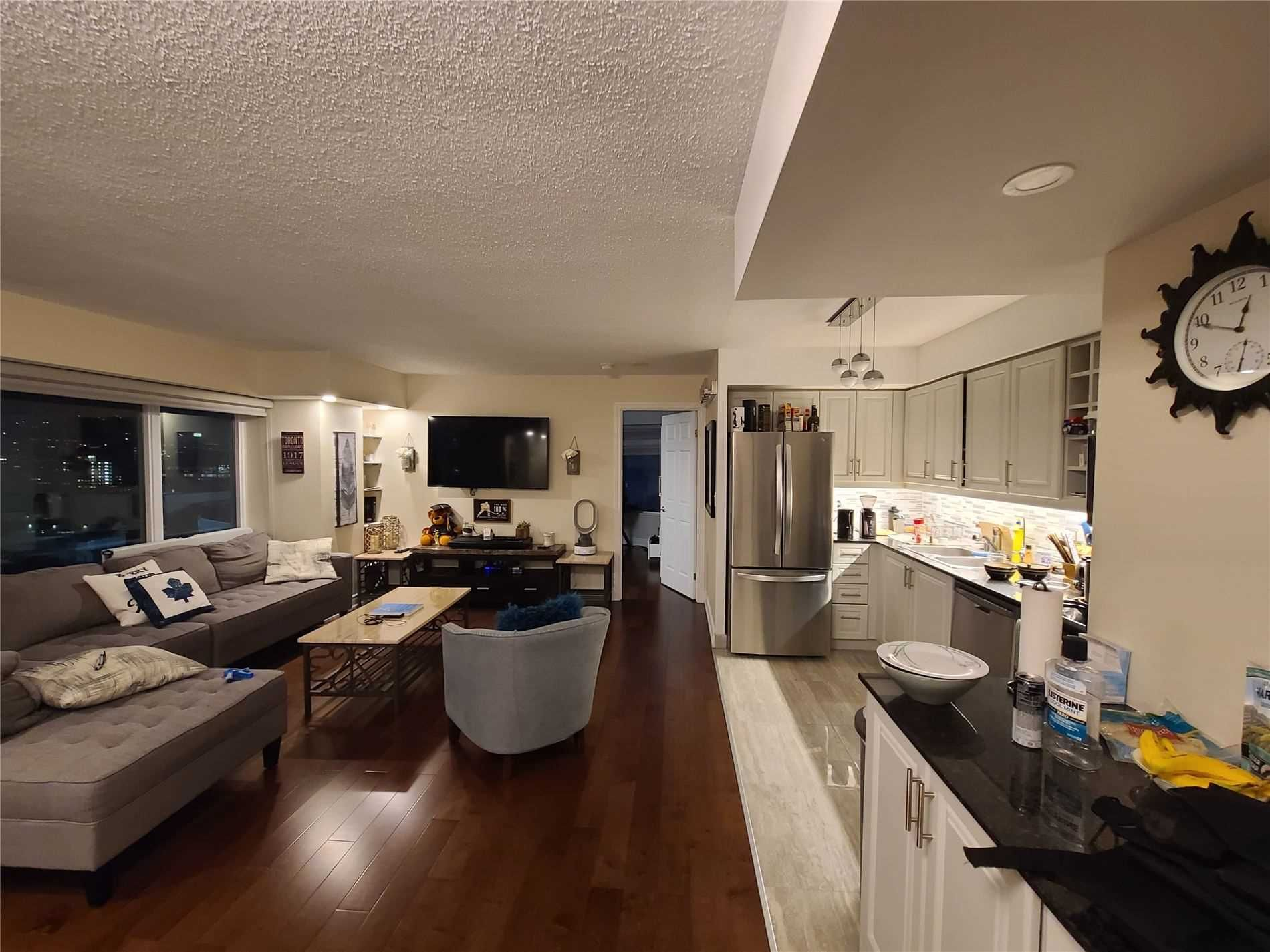 210 Victoria St, unit 2010 for rent in Toronto - image #2