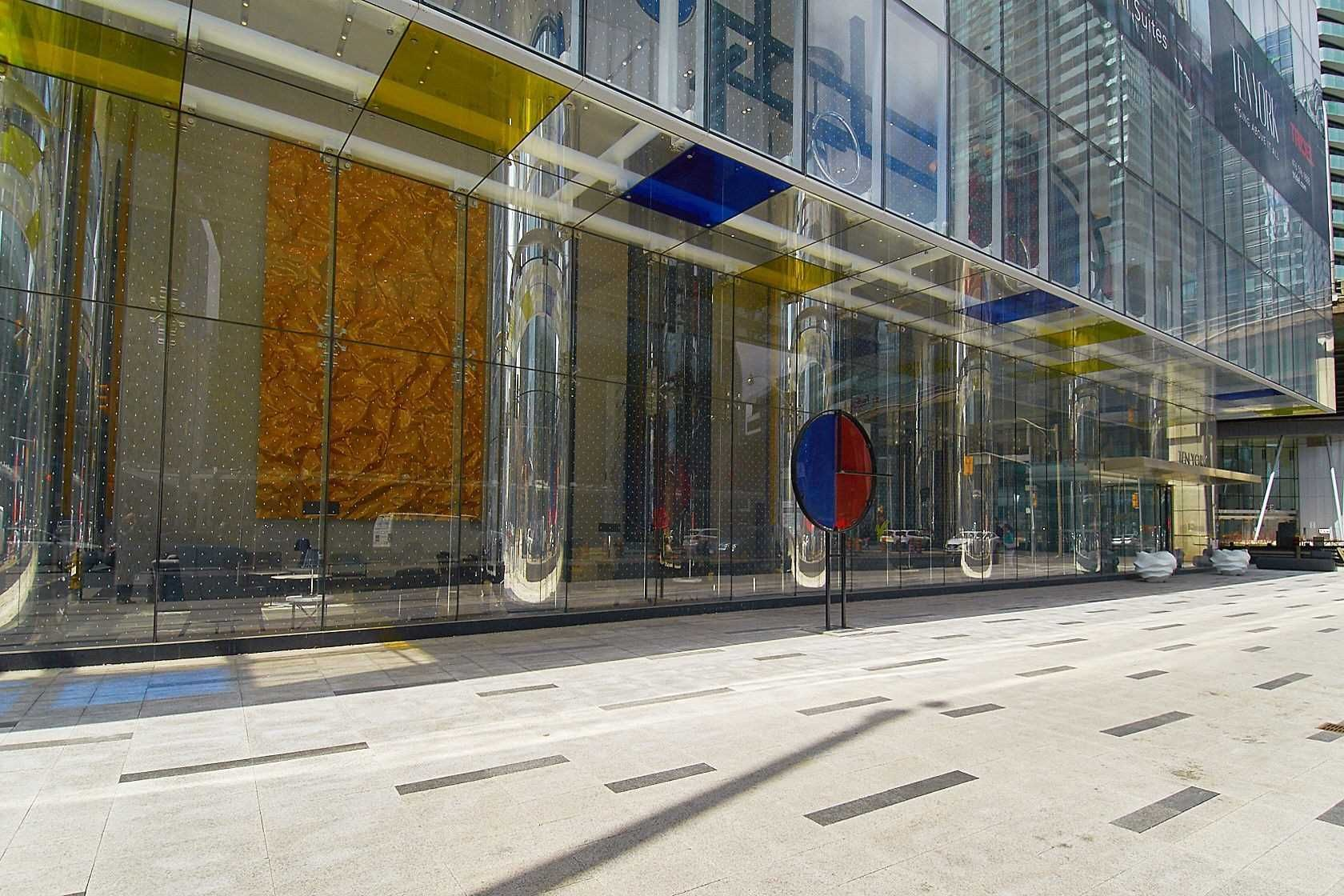 10 York St, unit 3712 for sale in Toronto - image #2